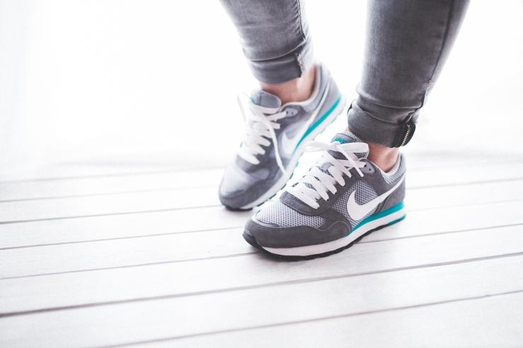 2016-4-12 sport-sneakers-active